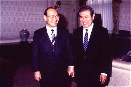 전두환 대통령과 노태우 대통령당선자(1987년) 전두환 대통령과 노태우 대통령당선자(1987년)